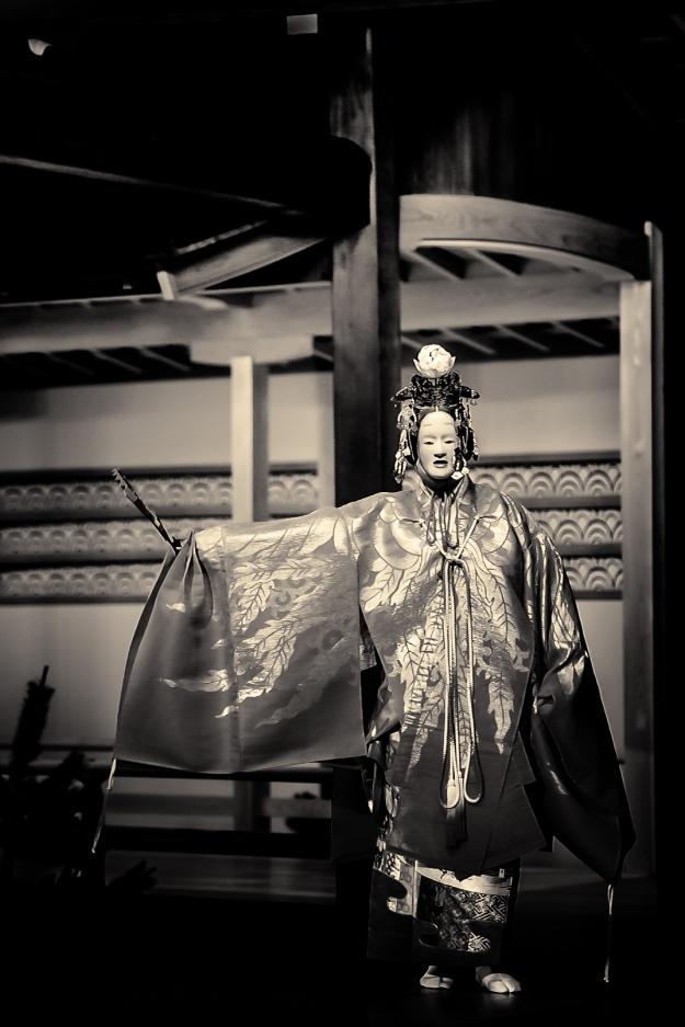 Noh: Hagoromo. Shite: Udaka Tatsushige. Photo: Stéphane Barbery
