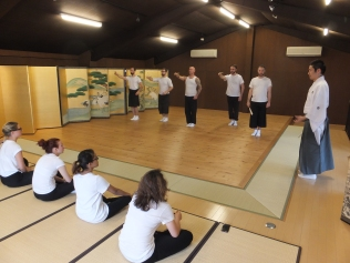 Udaka Tatsushige teaching Theater Mitu members